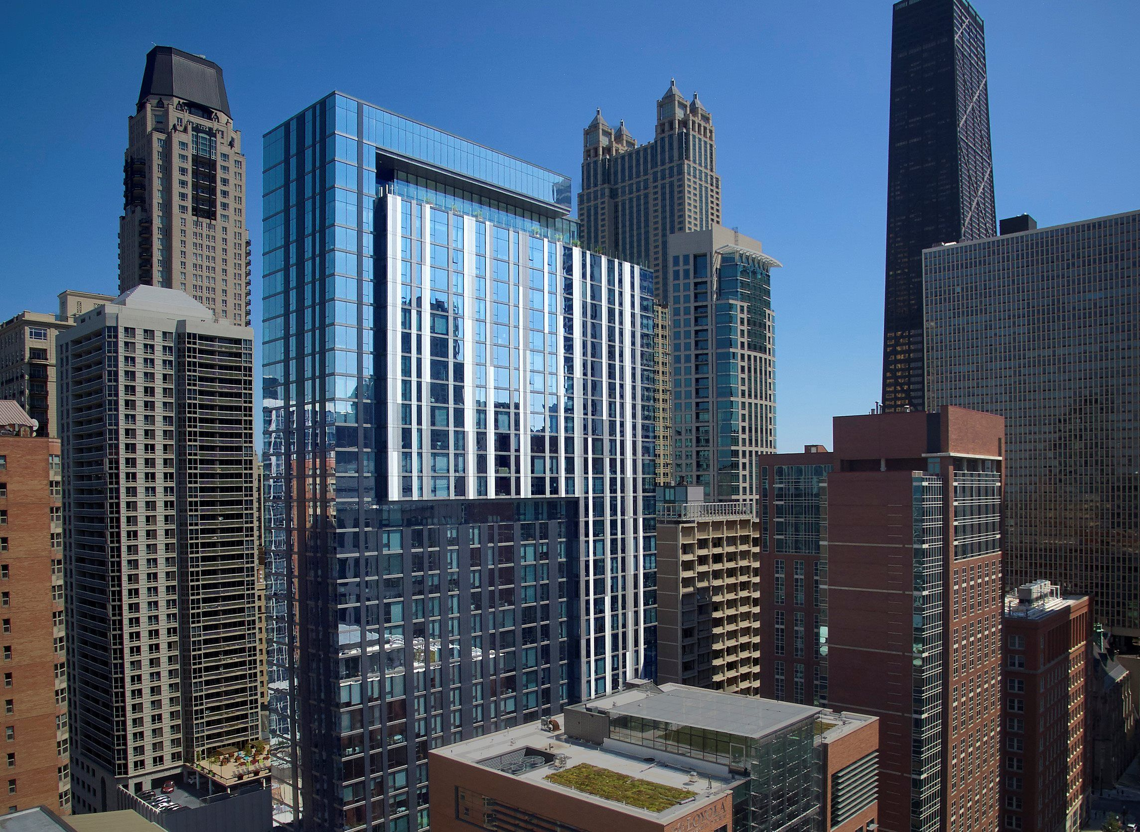 Apartments in Gold Coast, Chicago State & Chestnut
