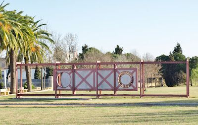 Una obra de Maurice MacDonagh en los jardines del Centro Andaluz de Arte Contemporáneo