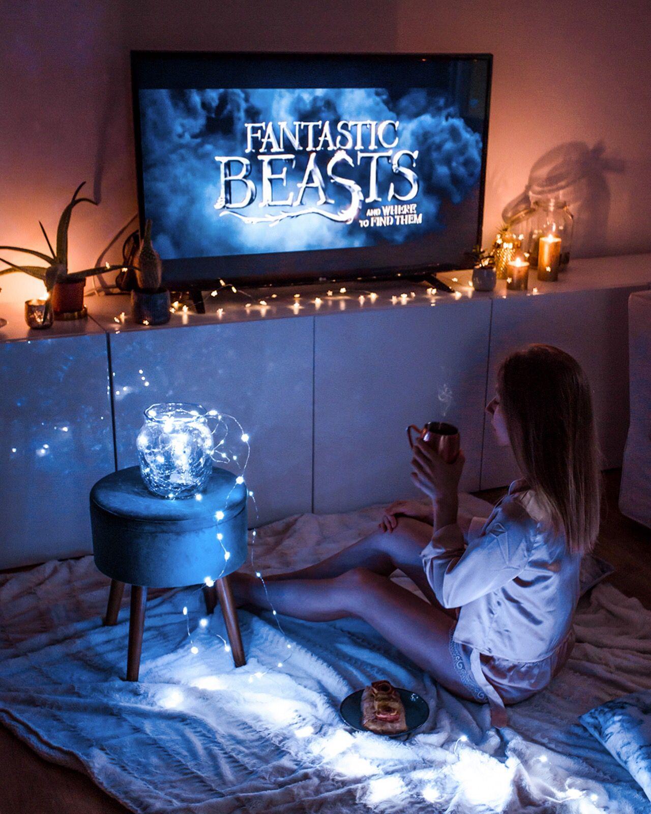 Vous aimez ce genre de soirées ? 💙 Ce sont mes préférées : un film magique, une tisane et une ...