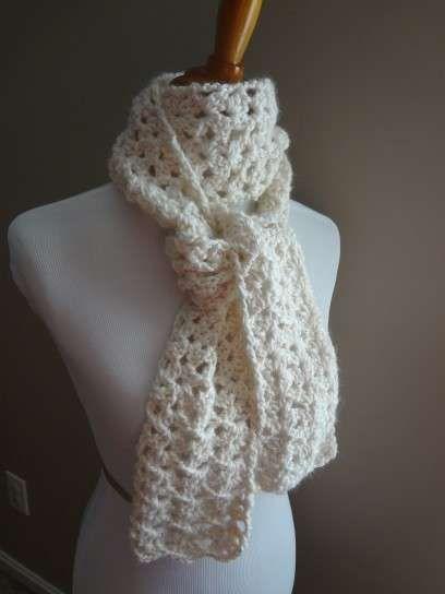 Bufanda de lana en tono blanco - Fuente: Pinterest   Puntadas ...