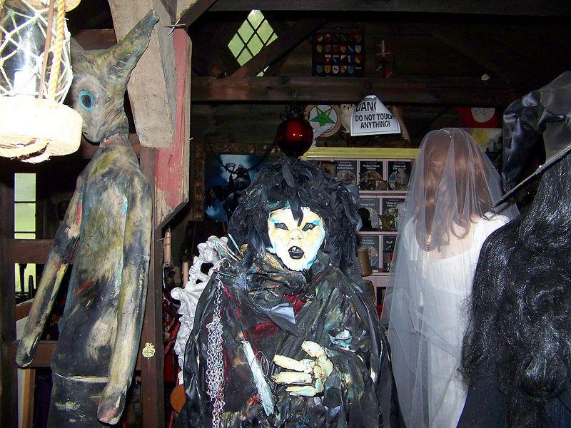Warren's Occult Museum | Ed and Lorraine Warren | Pinterest ...
