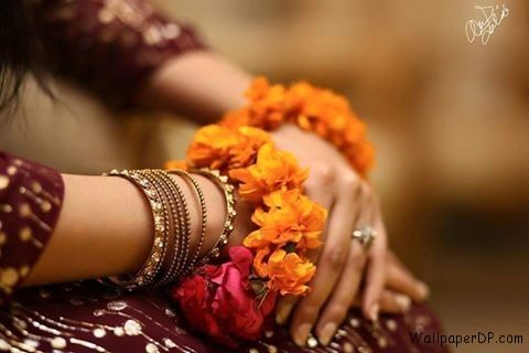 Mehndi Hands Dps : Image for mehndi hands with yellow flower facebook dp wallpaper