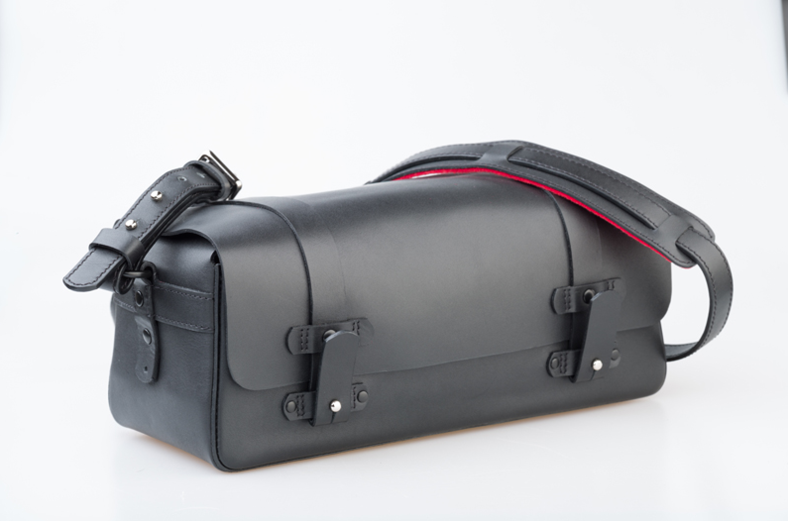 Introducing the new Camera Bag by Bill Amberg Studio for Leica. Bill Amberg Studio, London based masters of leather craftsmanship, and Leica Camera, legendary camera manufacturer, have collaborated to produce a camera bag to mark '100 Years of Leica Photography', which the German manufacturer of photography and sportoptics equipment celebrates this year. Available at #LeicaStoreMayfair and #LeicaStoreBurlington.