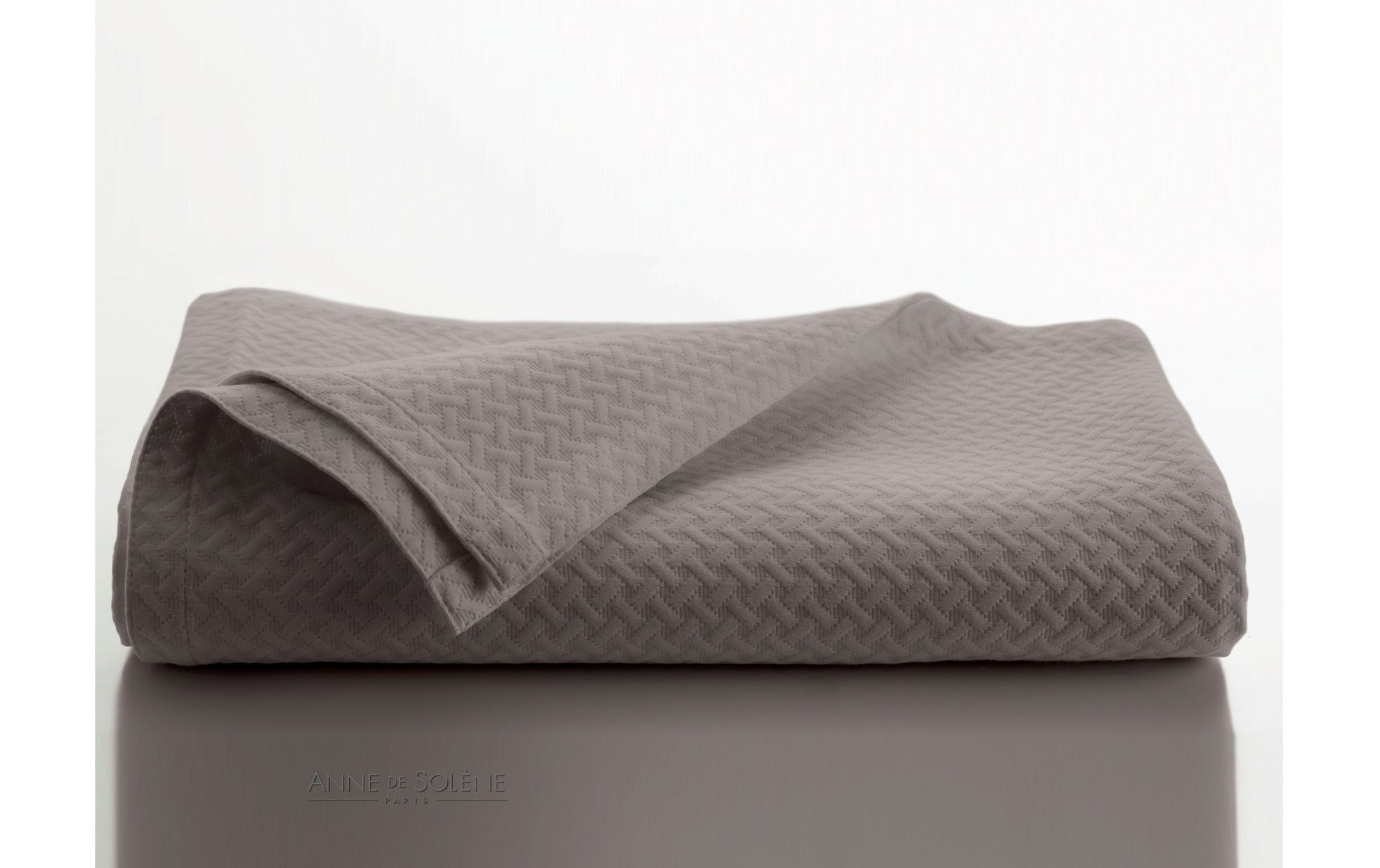 jet de lit safira blanc du beau linge pinterest jet de lit taupe et lits. Black Bedroom Furniture Sets. Home Design Ideas