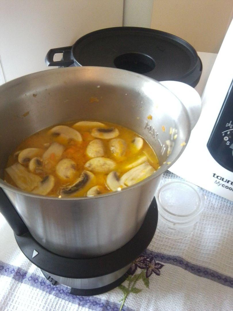 Грибной #суп готовим в #Майкук за 15 минут.  #Обед для всей семьи, #рецепт Ингредиенты: 70 грамм лука 170 грамм моркови 20 грамм сельдерея 250 грамм картофеля 150 грамм шампиньонов Зелень добавить в конце готовности  Поместить в кувшин лук, морковь, сельдерей и измельчить 10 с/ск.6, добавить 30 г масла и пассировать 4 мин./120°С/Софрито.  Добавить в кувшин #картофель, #грибы и воду до отметки 1,5 литра. Готовить на программе 20 мин./120°С/ск.2.  Хотите готовить быстро и вкусно? Заказывайте…