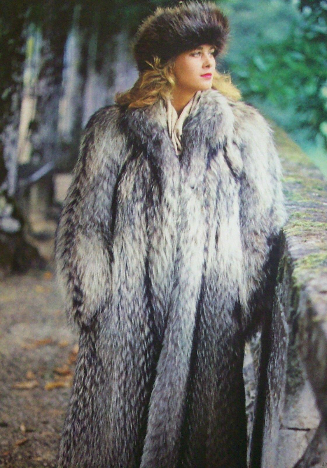 Model In A Raccoon Hat Coat Saga Mink Fur Coat Vtg 2 Sided