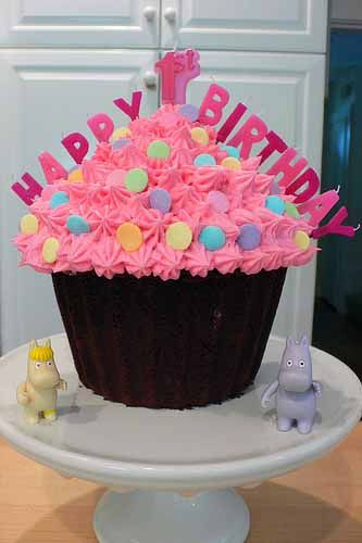 Cupcake Cake Decorating Ideas With Images Giant Cupcake Cakes