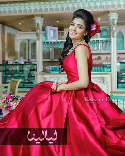 صور مي عمر ملكة جمال بعيدا عن الأسطورة بإطلالات صيفية ت نسيك شهد موقع ليالينا Floral Dress Beautiful Arab Women Red Formal Dress