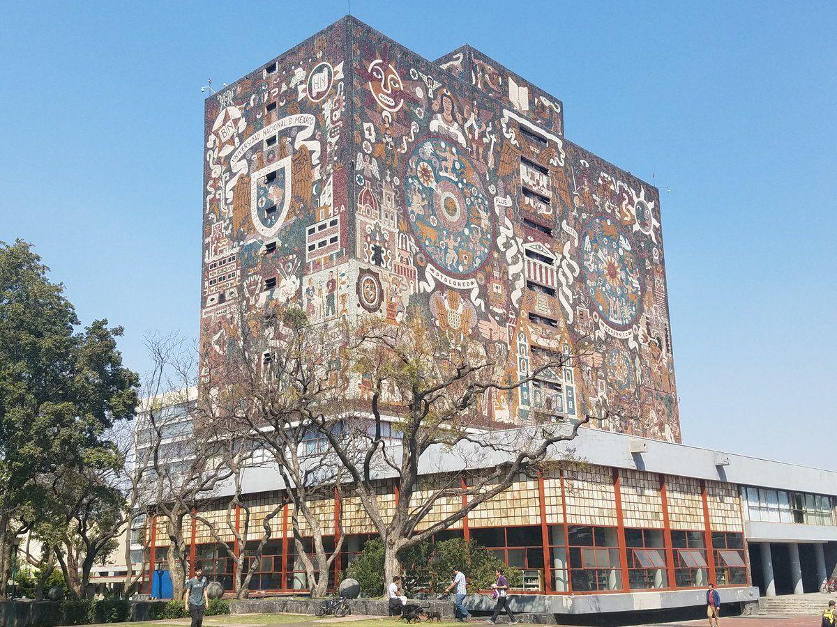 힘들게 찾아간 멕시코시티 우남(UNAM) 대학 중앙도서관. 건축가이며 화가인 후안 오고르만이 제작한 외벽 모자이크 벽화가 인상적이다.