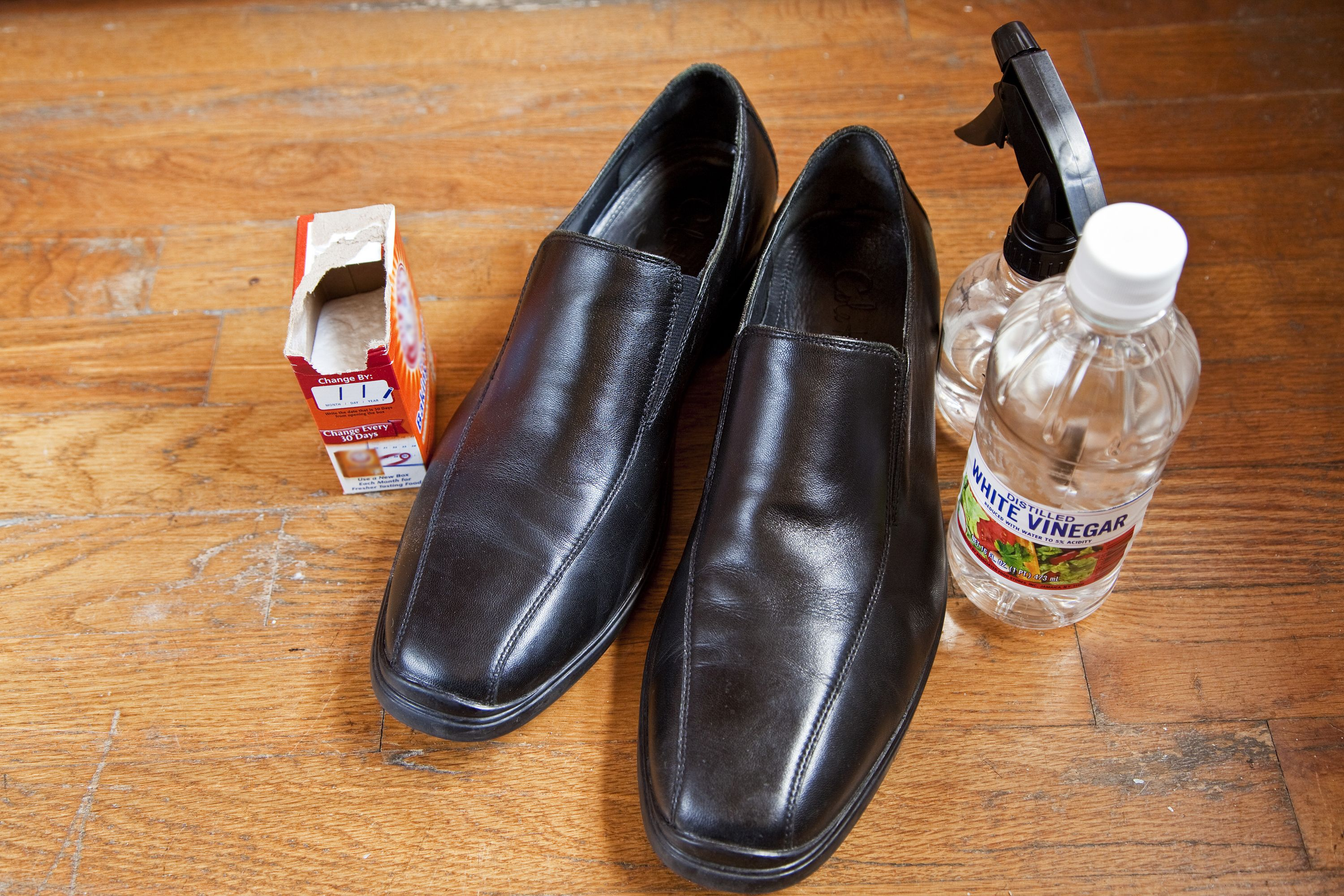 How to clean smelly leather shoes stinky shoes smelly