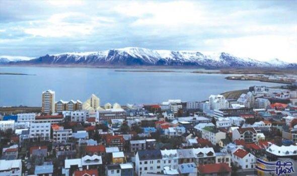 سكان أيسلندا يضيقون ذرع ا بالتدفق السياحي المستمر إلى بلادهم تعيش دولة يسلندا على نعمة تدفق السائحين بشكل مستمر إليها وخصو Natural Landmarks Landmarks Travel