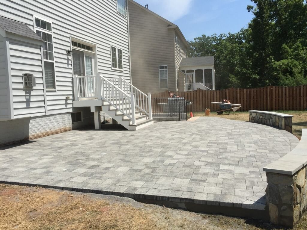 Merveilleux A Beautiful Hanover Paver Patio With Stone Seating Walls And A Trex Deck  Landing With Steps In Leesburg, Virginia.