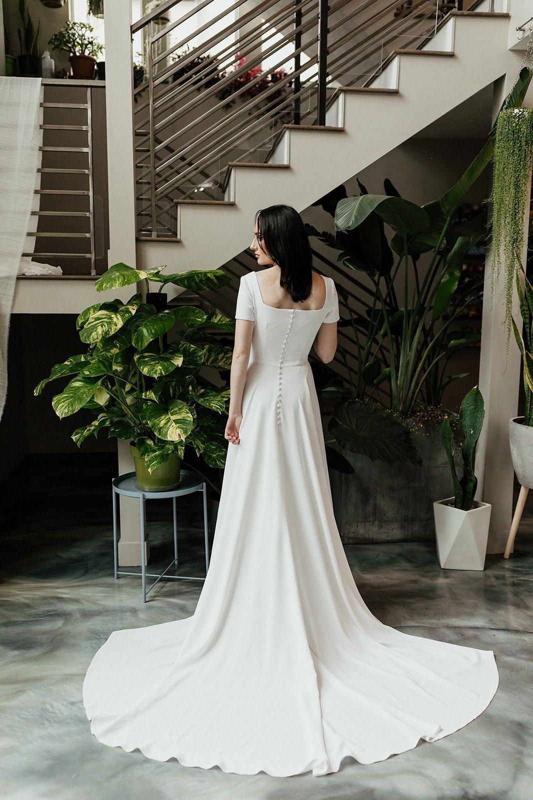 Plus Size Wedding Dresses Champagne Modest Wedding Dress Crepe Wedding Dress Short In 2020 Modest Wedding Dresses Wedding Dress Flowy Short Sleeve Wedding Dress