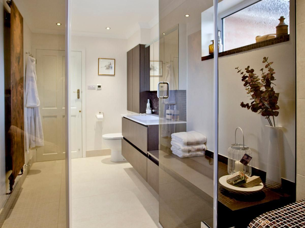 Refined bathroom design with high-quality materials and precise ...