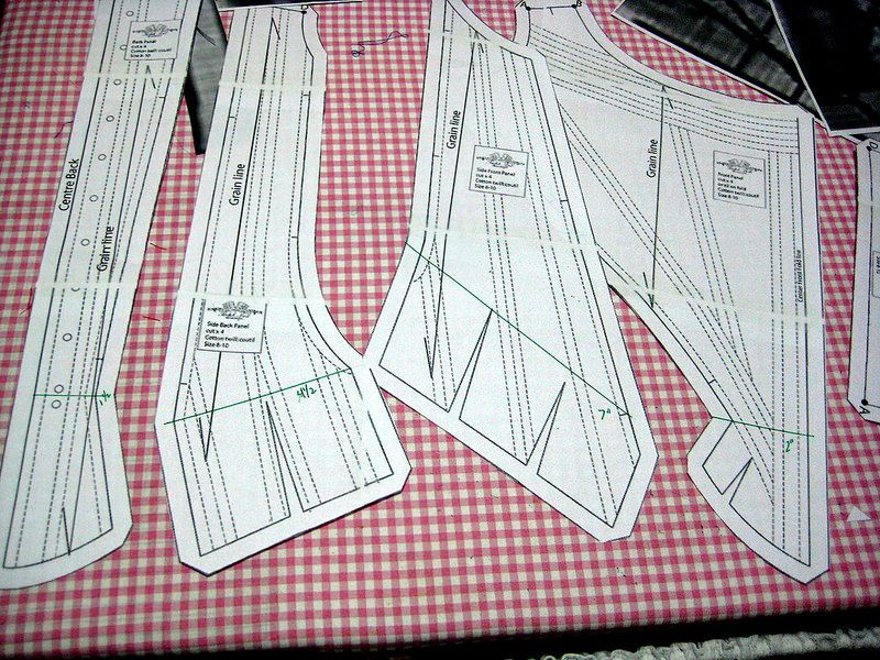 Excellent and free 18th century corset pattern. Intermediate sewing skills with prior experience in ...