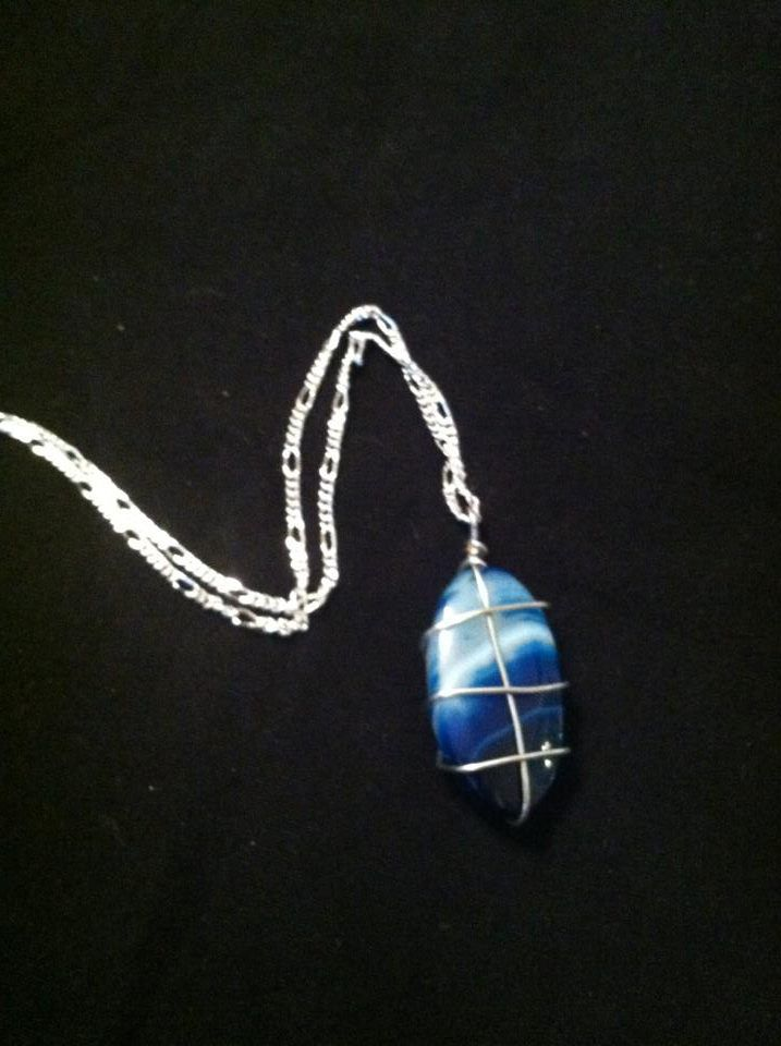 """Agate necklace On 16"""" silver coloured chain $12"""