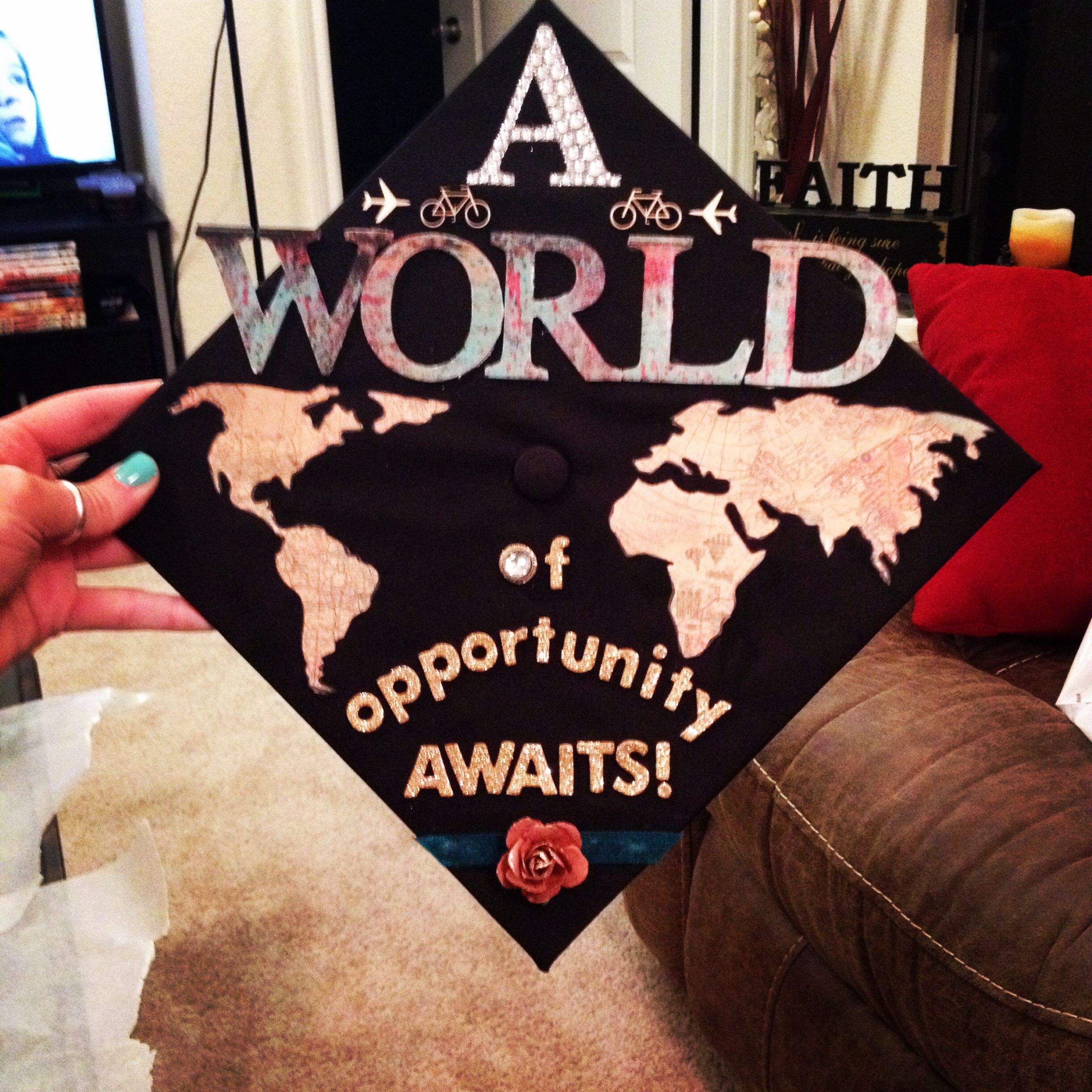 my love for travel is shown on my graduation cap! | creative crafts