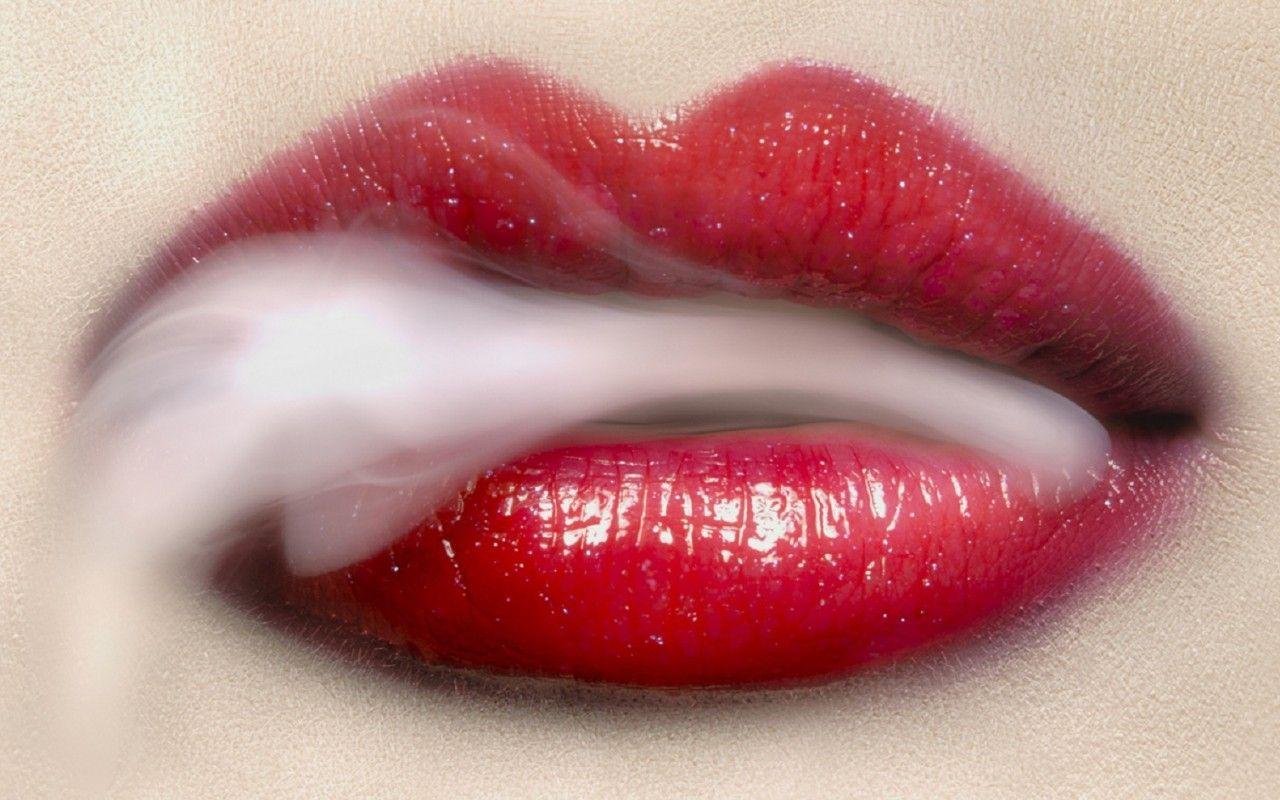 women mouth smoker