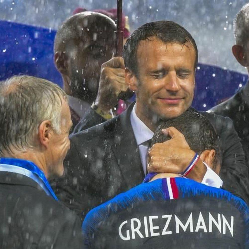 Griezmann et Macron le câlin qui enchante les