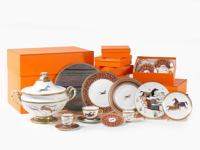 Hermès Paris Exceptionnel service de table en porcelaine modèle