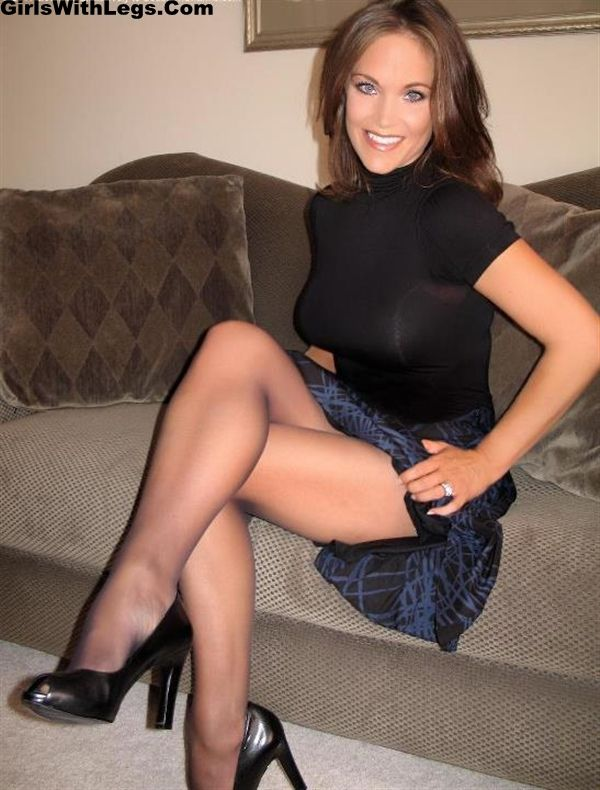 Milfs wearing pantyhose