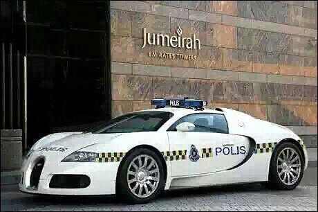 Bughatti Police Car In Dubai Police Cars Bugatti Veyron Veyron
