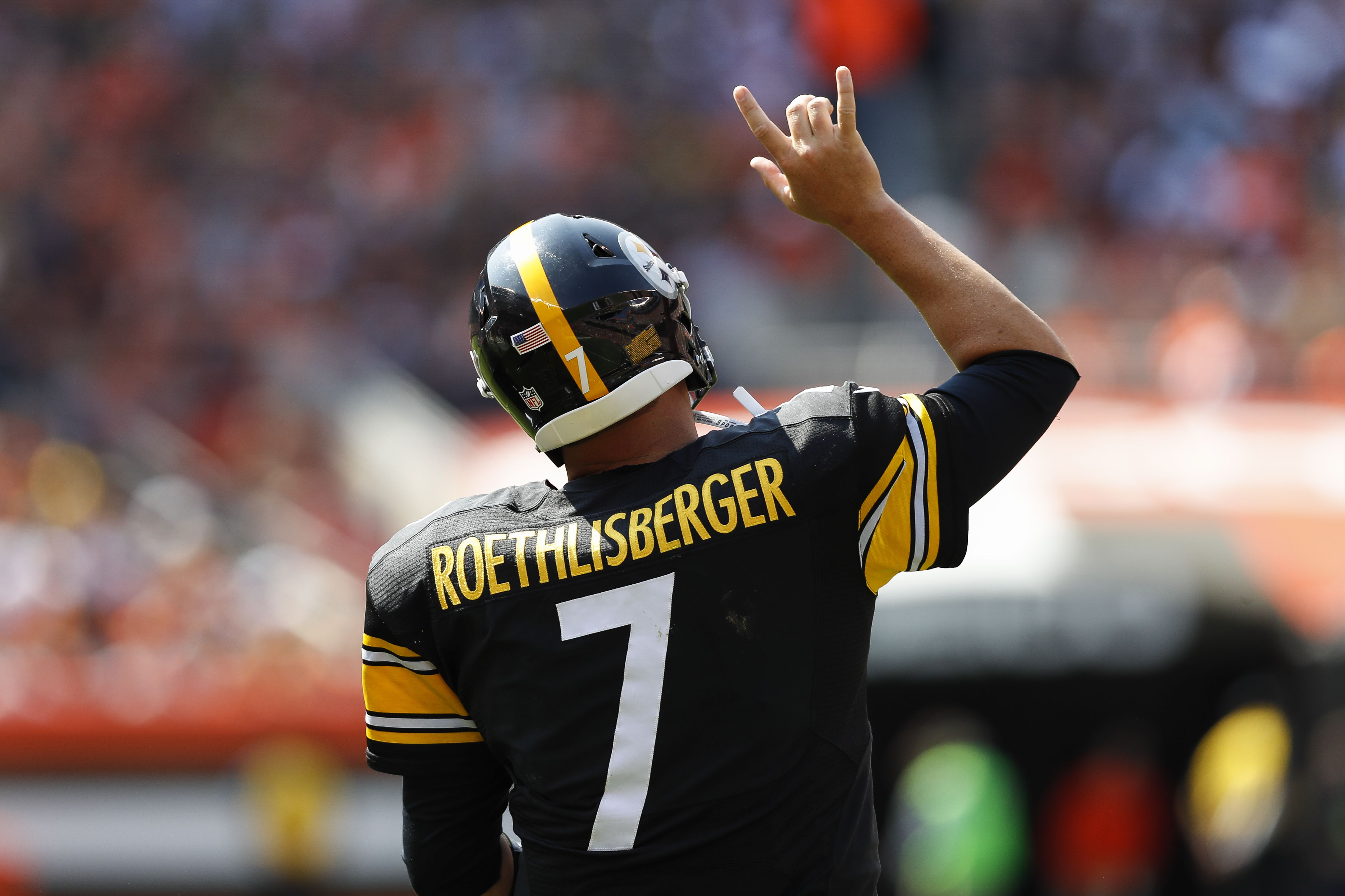 Big Ben throwing it up to celebrate Pittsburgh Steelers
