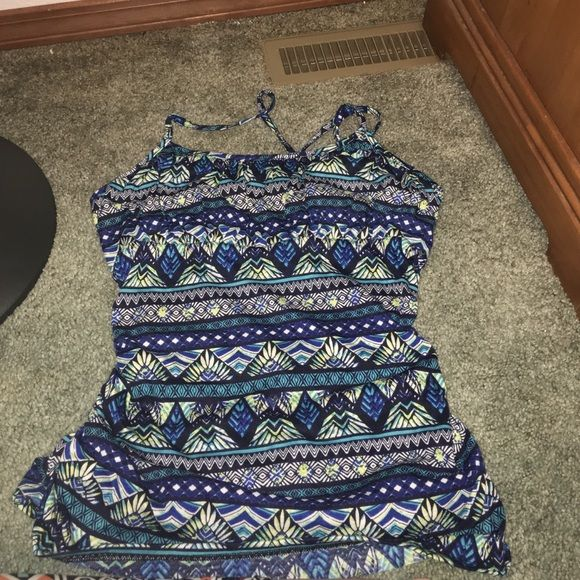 Maurice's tank size XL Cute tank worn once. Built in bra and very cute for spring and summer!!! Maurices Tops Tank Tops