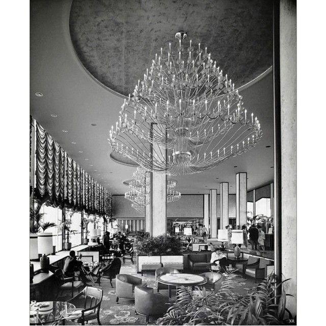 The Bar And Lounge Of Century Plaza Hotel. Los Angeles