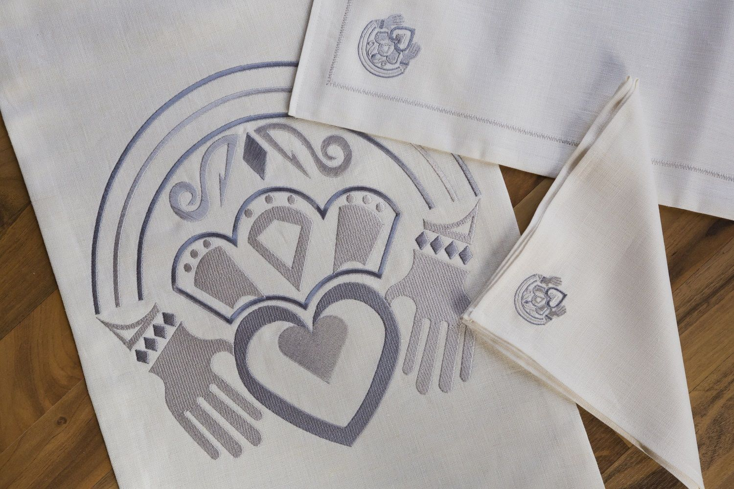 Servietten Krone Tischwäsche Im Quotcladdagh Quot Design Von Irish Linen House