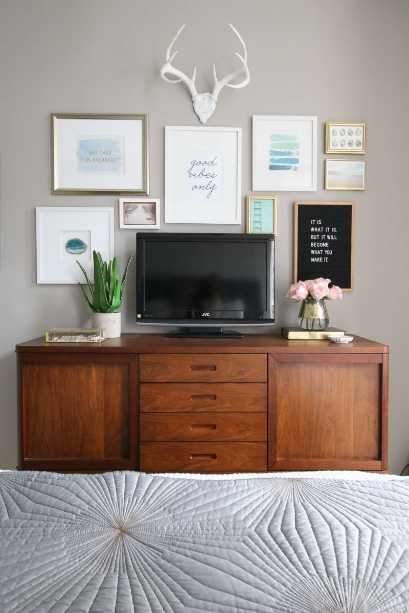 Charmant Love This Bedroom Credenza With A Gallery Wall To Hide The TV. Such Pretty  Accessories For This Girly Space! #gallerywall #credenza #console #bedroom