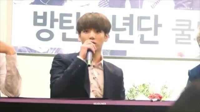 나는 '오빠'를 호출해야~😅😍 Fan: Jungkook oppa JK: but I am not your OPPA 😂😂😂😂 Fan: you are OPPA JK: u keep calling me OPPA . .