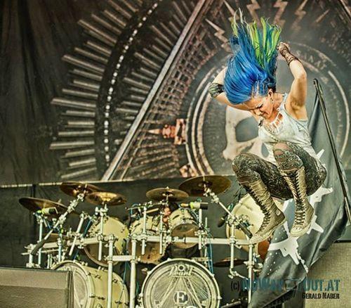 Alissa White Gluz blue and green hair