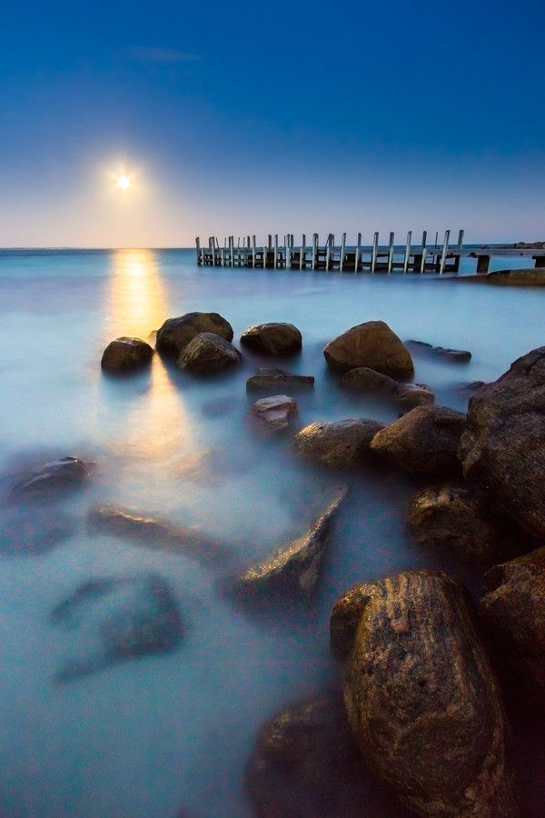 Moon Rise by Tahlia Smart on 500px