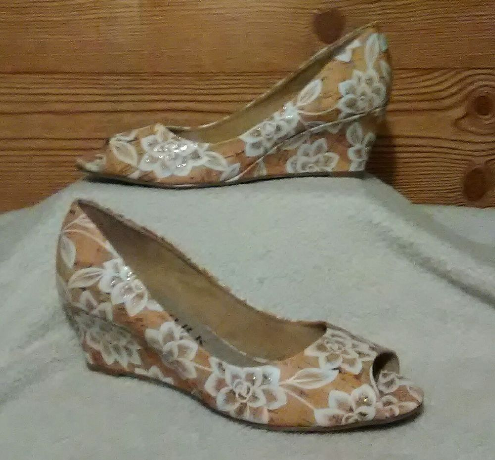 Size 85 M New York Transit White Flower Peep Toe Pumps 25 Wedge
