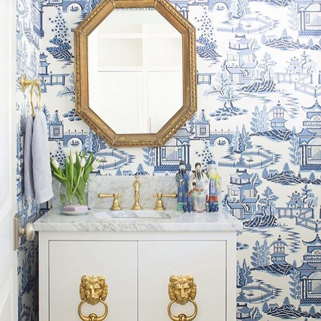 I'm going thematic for the weekend- combinations of red (maybe pink), white and blue! ❤️ major crush on this @JennaWallis1 masterpiece @schumacher1889 #happyweekend #redwhiteandblue #bathroom