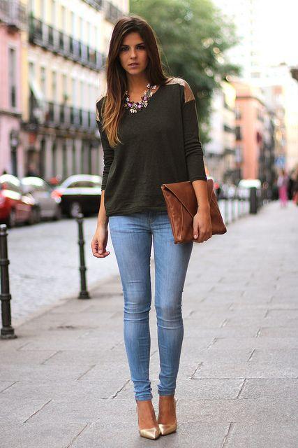 trendy_taste-look-outfit-street_style-skinny_jeans-vaqueros_pitillos-golden_stilettos-estiletos_dorados-brown_leather_clutch-cartera_piel_ma...