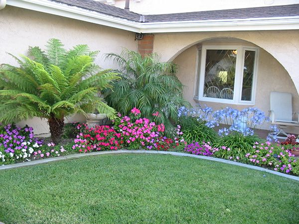 25 brilliant inexpensive landscaping ideas slodive for Easy to care for garden designs