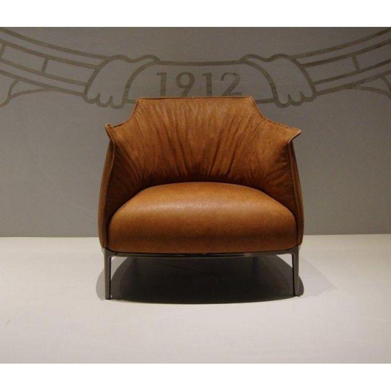 Poltrona frau archibald armchair and ottoman poltrona for Poltrona frau prezzo