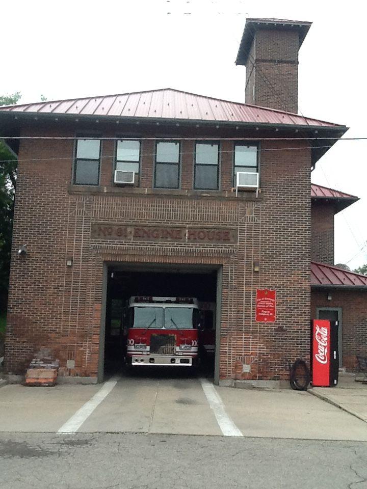 Engine 19 House Fire Fire Trucks Fire Rescue