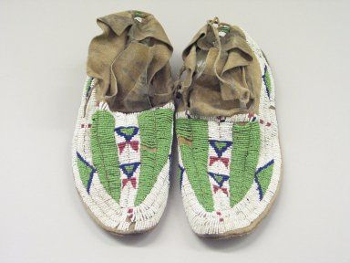 Brooklyn Museum: Arts of the Americas: Man's Pair of Moccasins Arapaho.