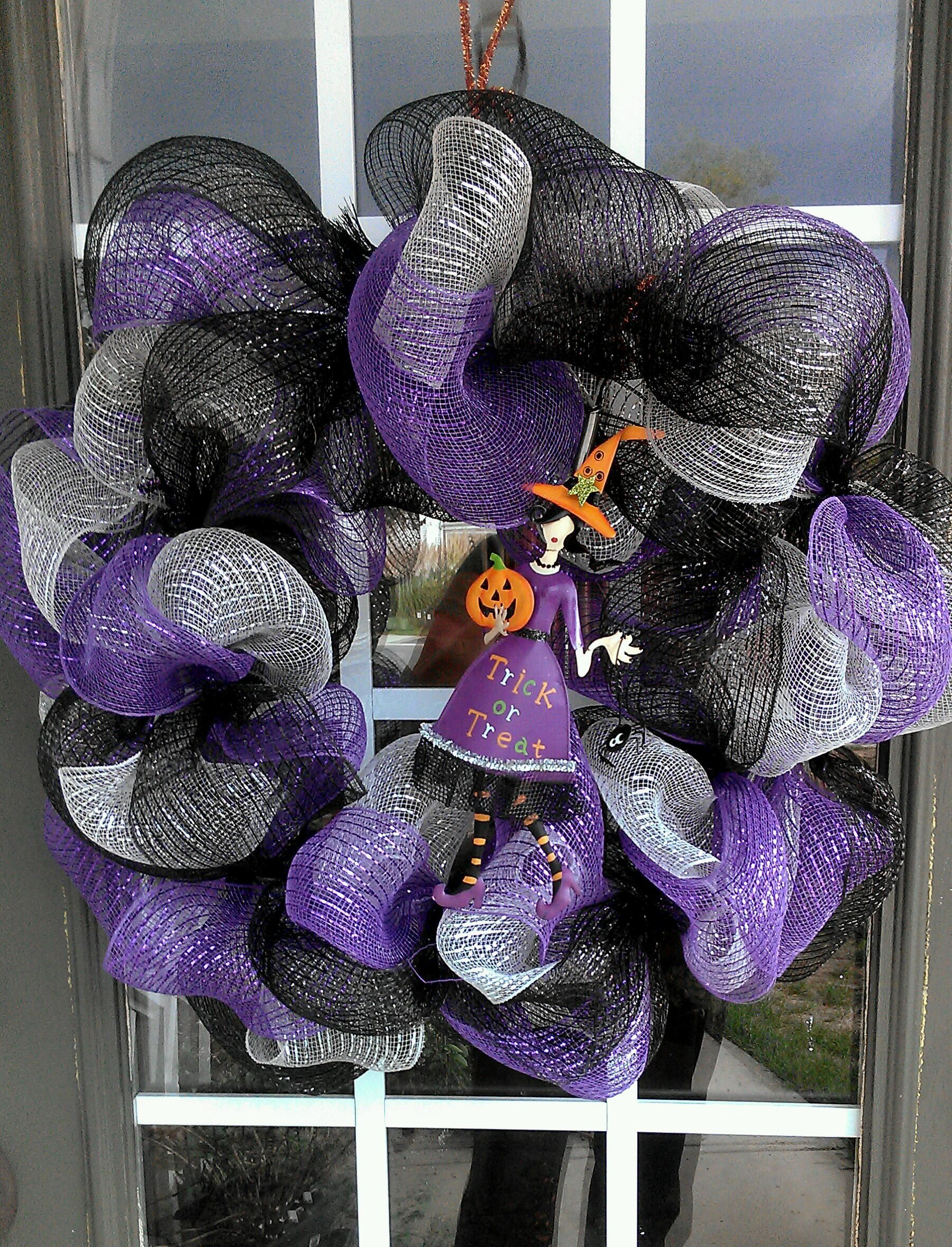 My first attempt at a Halloween wreath. Used geo mesh