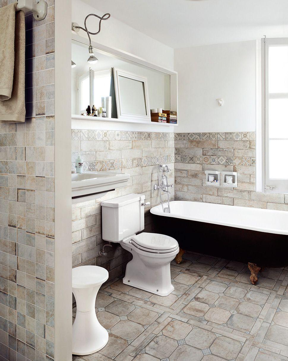 25 Beautiful Tile Flooring Ideas For Living Room Kitchen And Bathroom Designs Wood Floor Bathroom Bathroom Floor Tile Small Bathroom Renovation