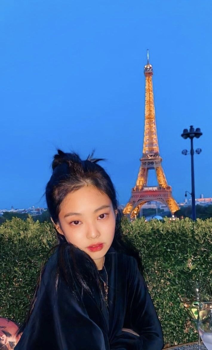 Hopeless. — Lisa and Jennie from Blackpink wallpapers