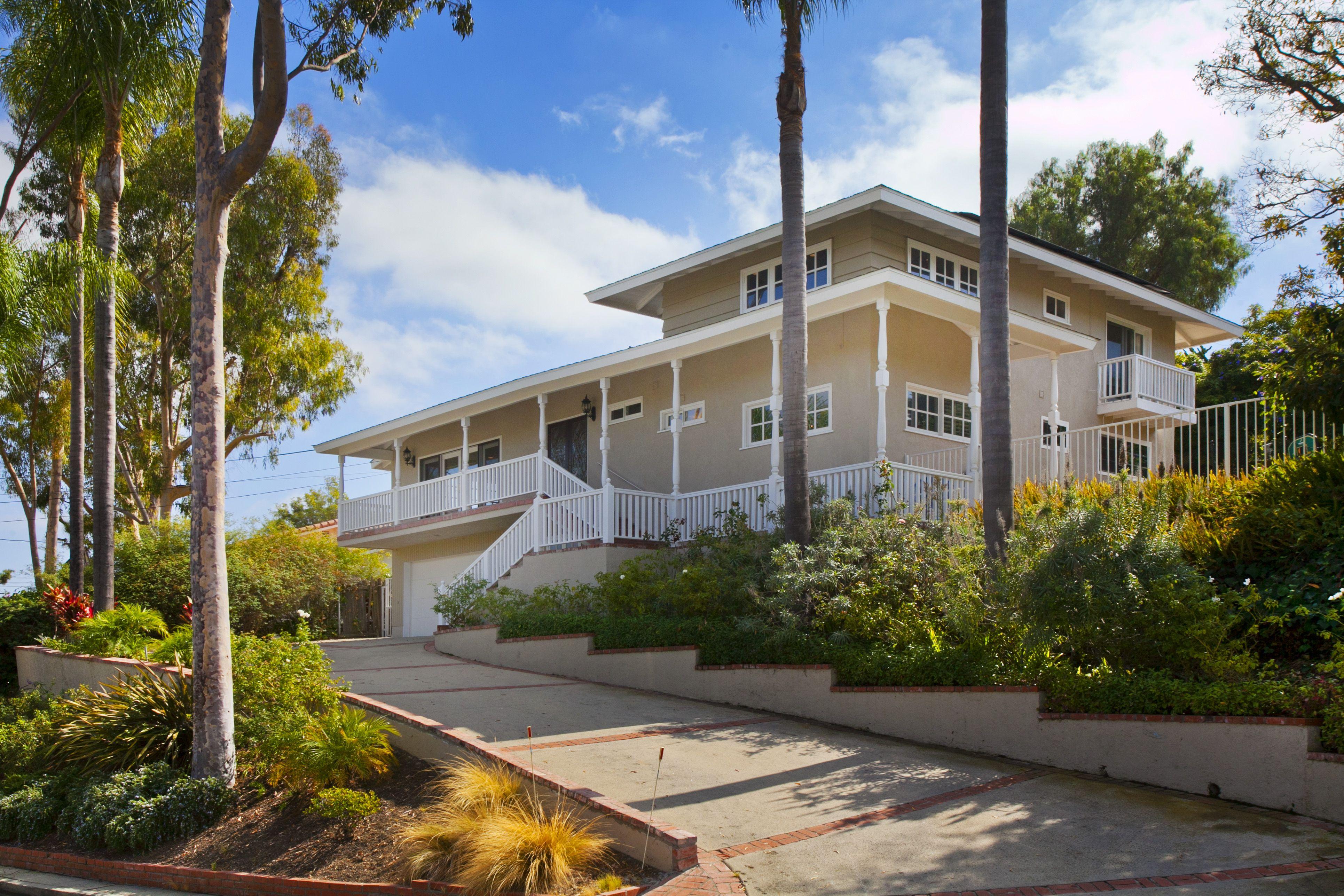 14 Hitching Post Drive  Rolling Hills Estates, CA Rebecca@vistasir.com