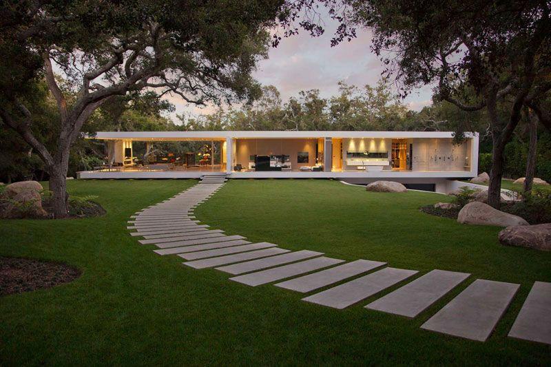 dcouvrez 14 ides qui vous donneront de linspiration pour crer une alle de jardin moderne et contemporaine avec des dalles en bton ou du bois