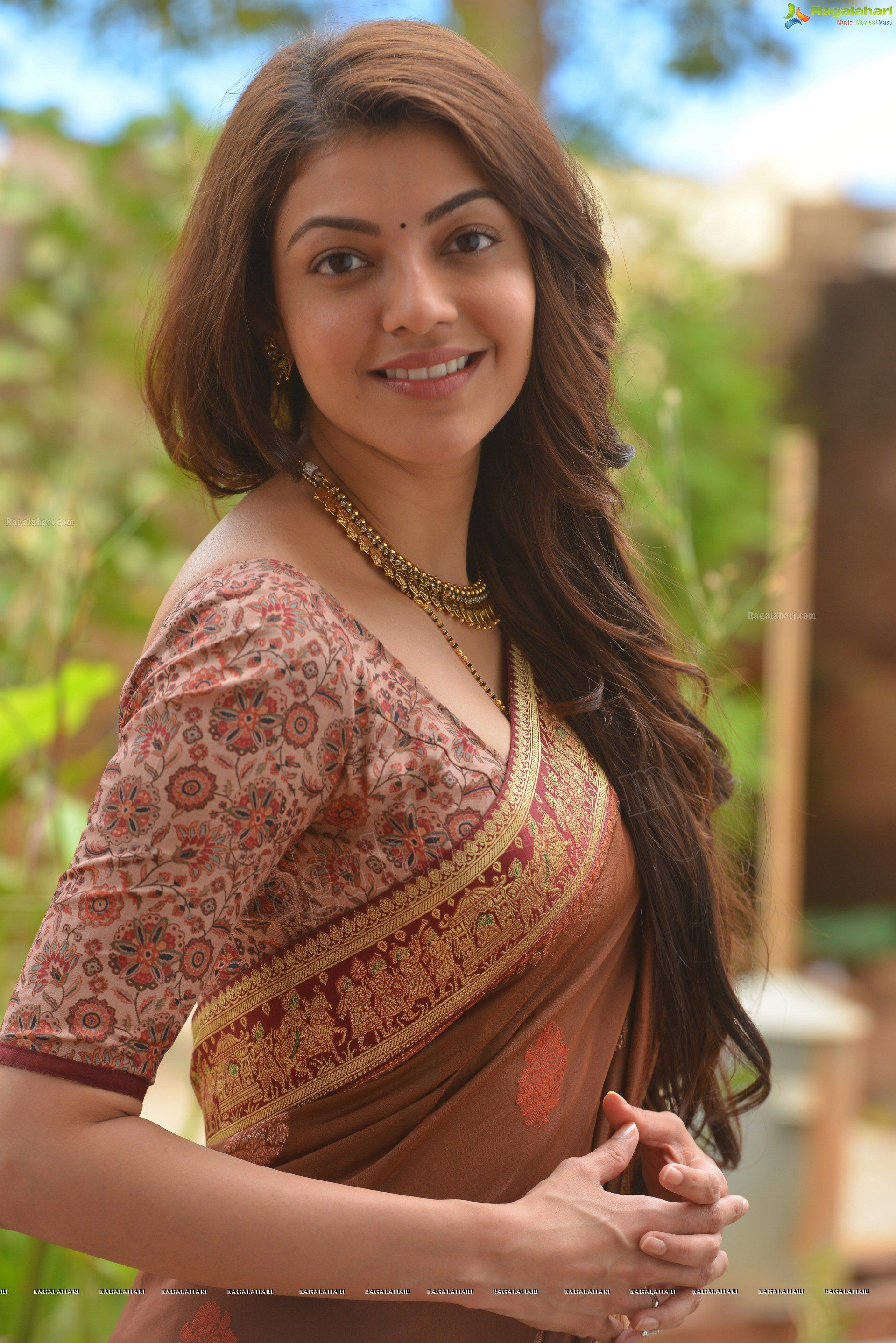High Quality Bollywood Celebrity Pictures: Singham beauty