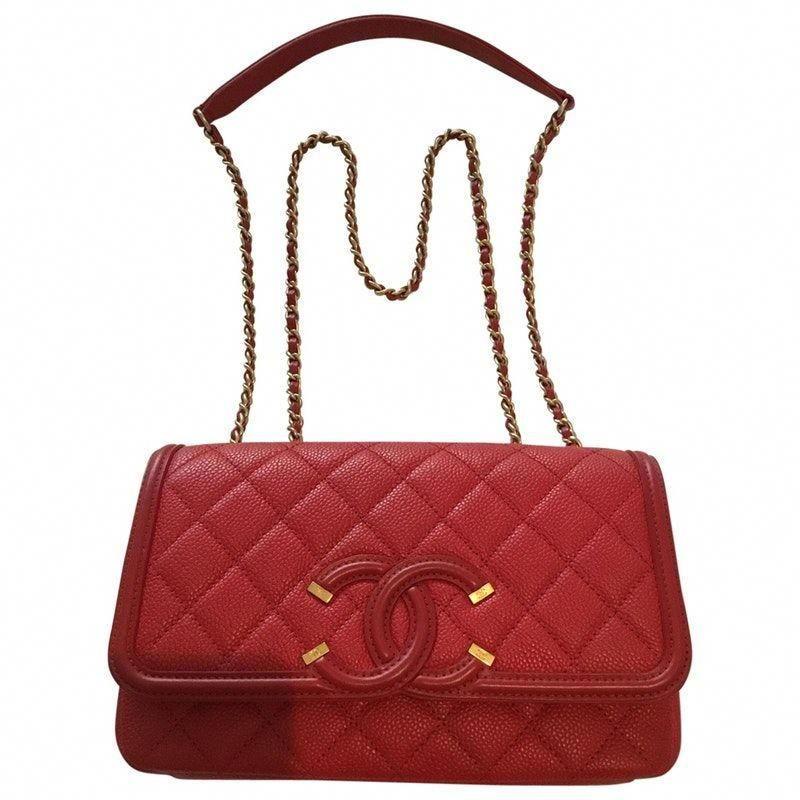 472c11daa00e Buy your leather handbag CHANEL on Vestiaire Collective, the luxury  consignment store online. Second-hand Leather handbag CHANEL Red in Leather  available.