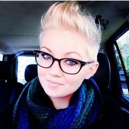 Kurzhaarfrisuren blond fur brillentrager