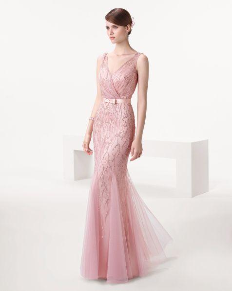 f6ce3bd3d5f8c Vestido y chal de pedrería y tul Color verde – rosa palo – azul 8CY01 – cartera  de piel color oro 8UT18 – horquilla bucle raso en color rosa